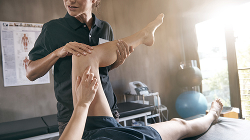 Shot of a physiotherapist treating a patient http://195.154.178.81/DATA/i_collage/pu/shoots/805226.jpg